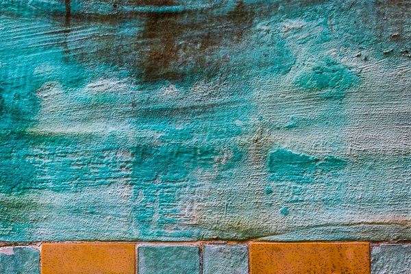 Picture 13: Turquoise wall with orange bricks