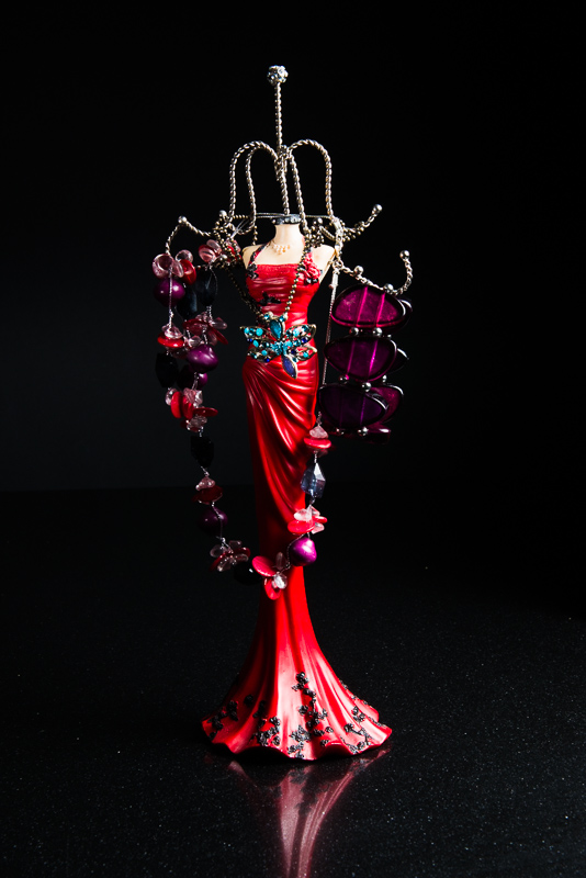 Picture 14: Red jewellery holder with turquoise necklace
