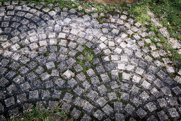 Picture of cobblestones in a rhythmic arrangement